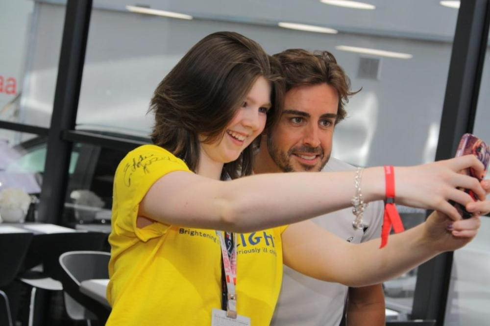 rebecca-takes-a-selfie-with-fernando-alonso
